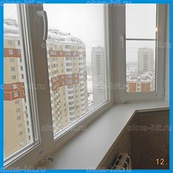 Эркерное окно с двумя детскими замками